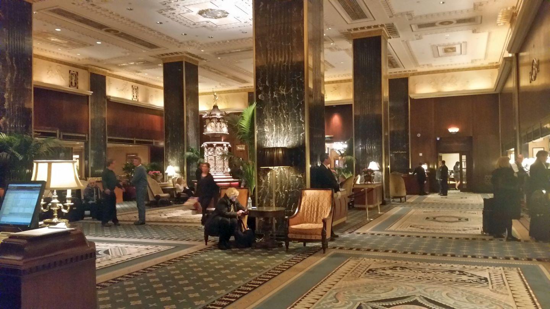 Hotellobby im Waldorf Astoria