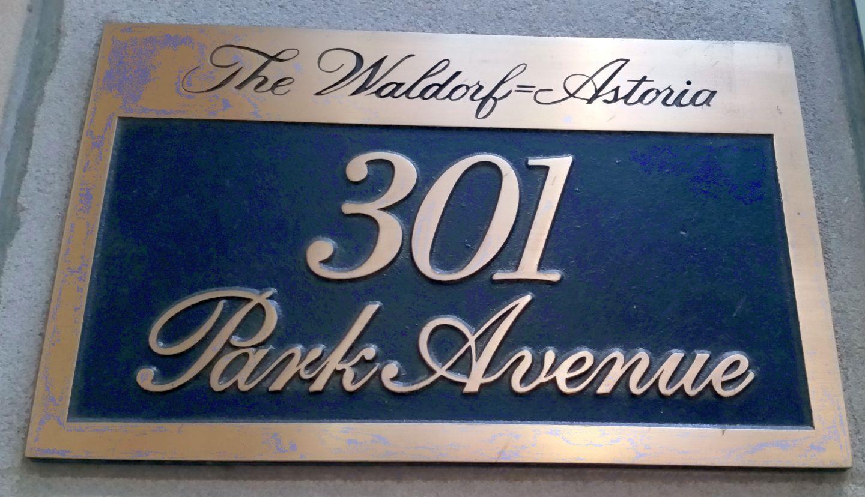 Vergoldetes Schild Waldorf Astoria
