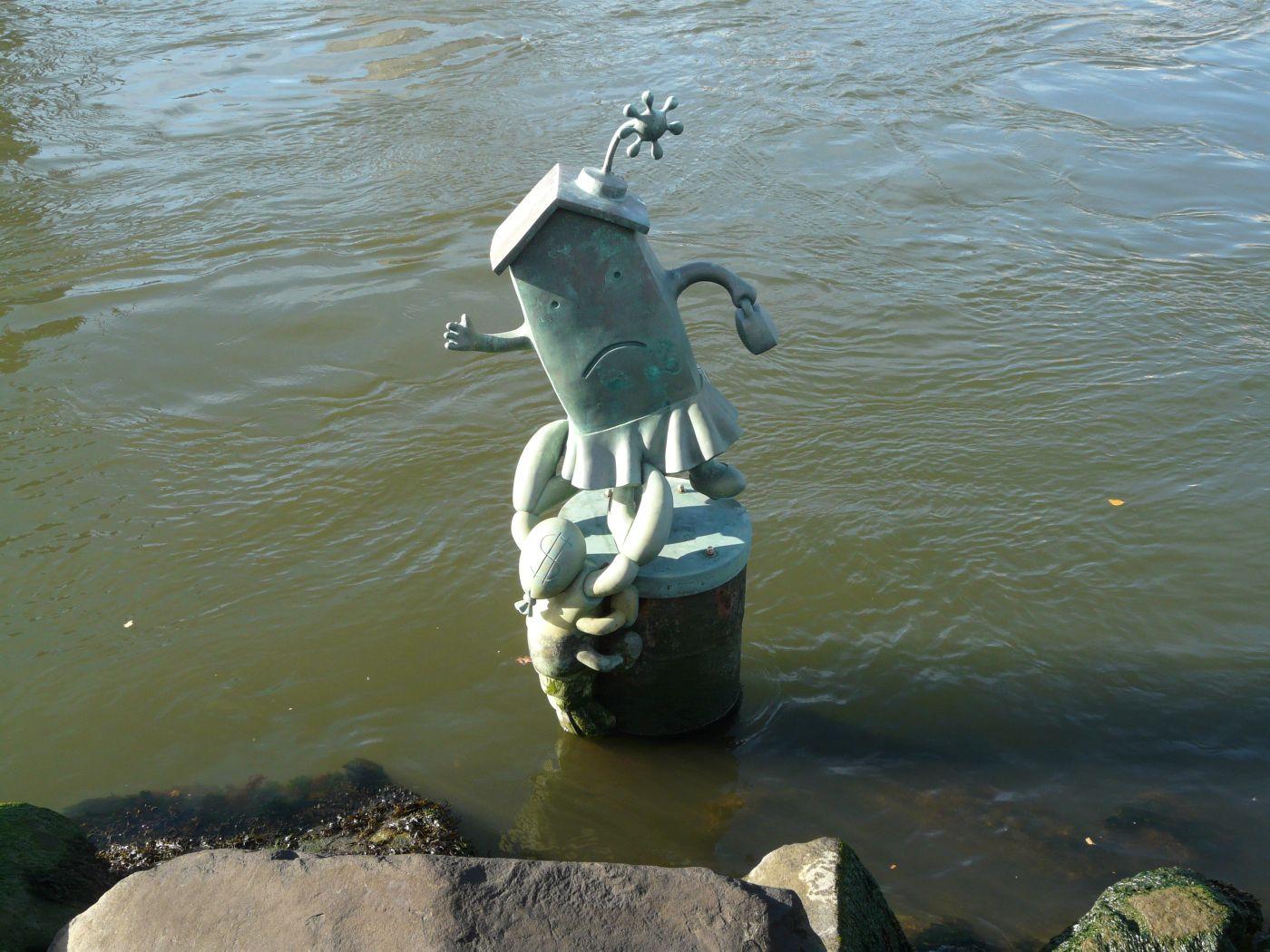 Skulptur im Wasser